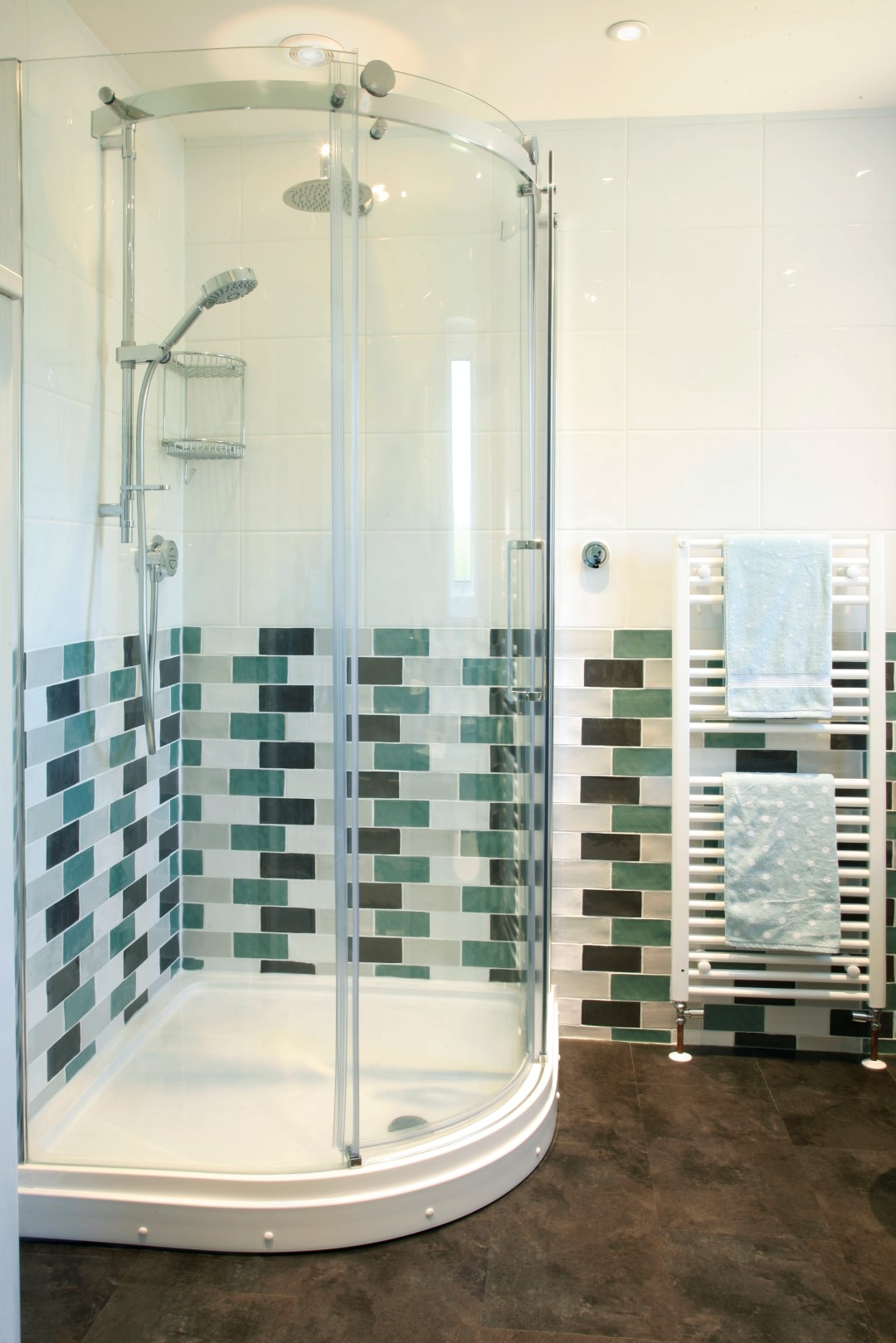 Green  black tiled shower (Large)